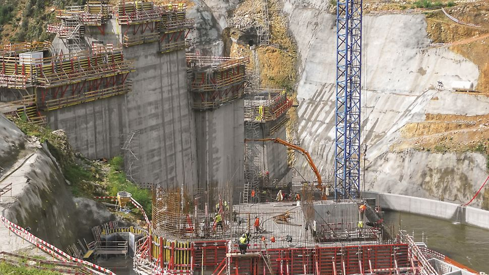 """Aproveitamento Hidroeléctrico de Ribeiradio-Ermida - Cofragem PERI """"Trio"""" e tensores SLS para execução de galerias."""