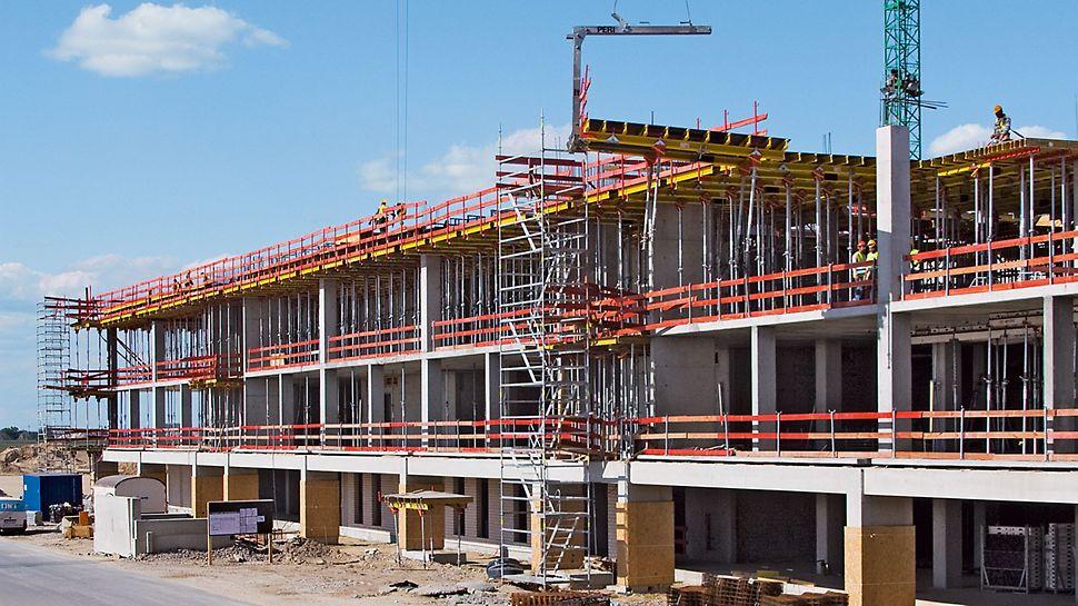 Zračna luka Berlin Brandenburg, Njemačka - na vrhuncu gradilišta premještalo se oko 8.000 m² stropnih stolova tjedno.