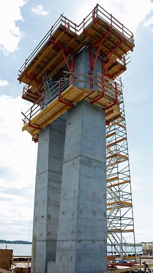 Fjordforbindelsen: SCS klatring – støbning af tværbjælker. PERI UP trappetårn som adgangsvej
