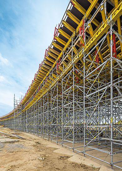 System PERI UP Rosett  jako schodnia i podparcie wiaduktu