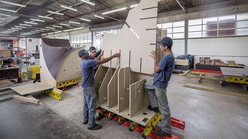 Muzeum zítřka, Rio de Janeiro, Brazílie: Návrhy jednotlivých konstrukcí a z toho vyplývající údaje byly podkladem pro přířezy CNC a následnou montáž vyráběných ramenátu a jejich opláštění, které se prováděly v montážní hale PERI v São Paulo.