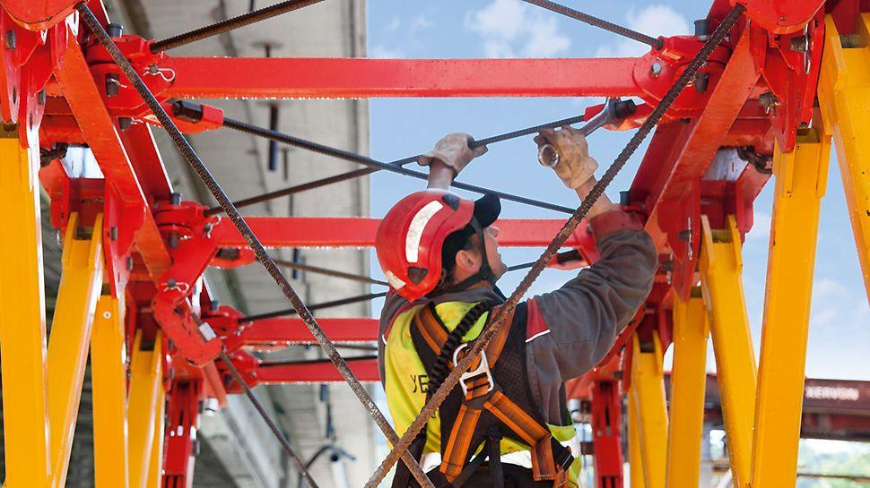 Połączenia śrubowe zmniejszają nakład pracy podczas montażu. Centryczne połączenie stężenia zapewnia wysoką nośność.