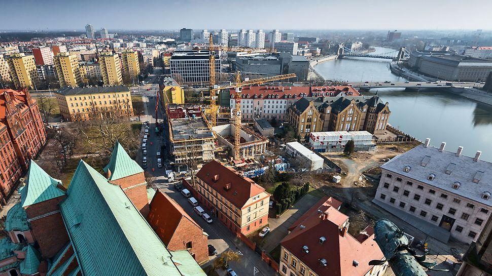 Lokalizacja budowy w centrum miasta to wyzwanie dla całej kadry, także ze względu na ściśle określone wymagania logistyczne