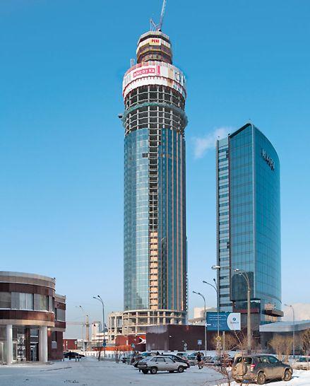 ISET Tower, Ekaterinburg, Rusija - ISET Tower u Ekaterinburgu karakterističan je po svom vanjskom dizajnu. PERI je projektirao sveobuhvatan koncept neovisan o dizalici za penjajuću oplatu okna za dizala i zidove jezgre te za penjajući zaštitni zid na vanjskim rubovima objekta.