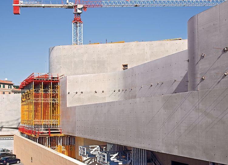 MAXXI - Museo nazionale delle arti del XXI secolo, Rom, Italien - Durch die Belegung der VARIO GT 24 Elemente mit großformatigen Fin-Ply Maxi Schalungsplatten ließ sich eine hervorragende Betonqualität erzielen.