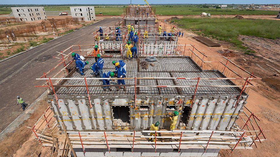 In Ghana wurde mittels monolithischer Bauweise mit der UNO Raumschalung in kurzer Zeit bezahlbarer Wohnraum geschaffen.