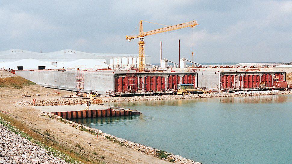 Prometna veza Øresund, Danska-Švedska - tunelski elementi kod zagrađivanja prije uranjanja bazena.