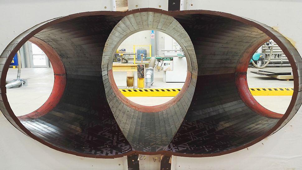 Pierwomontaż formy zwieńczenia słupa potrójnego wykonany w Centrum Logistycznym PERI w Płochocinie.