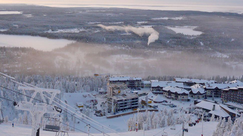 Ski Chaletsit valmistuivat aivan rinteiden juureen, Ruka-keskukseen.