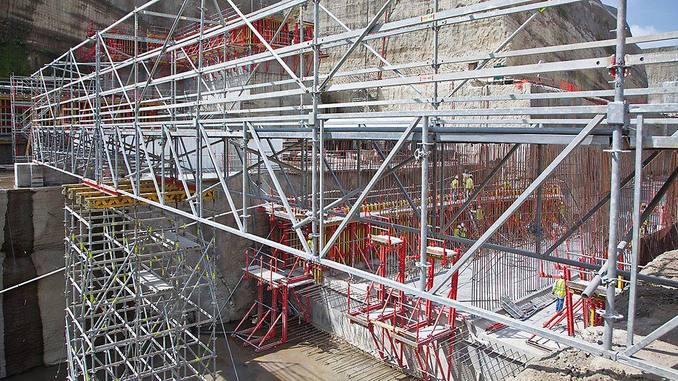 Tercer juego de esclusas del Canal de Panamá -  El sistema PERI LGS proporciona soluciones seguras y racionales utilizando componentes del sistema para grandes extensiones o cargas altas