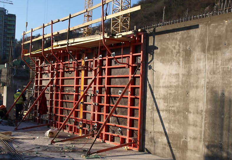 Na projekte bolo nasadených viac ako 2 500 m² debnenia TRIO a 1 150 m² debnenia DOMINO.