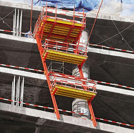 Evolution Tower, Moskva - Nákladné lávky posúvané šplhavou hydraulikou