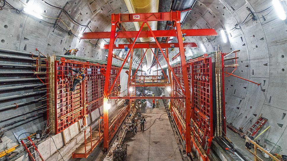 Progetti PERI, tunnel sulla State Route 99, Seattle: le pareti laterali – alte 4,50 m – vengono gettate sui getti di prima fase non appena il calcestruzzo raggiunge la consistenza media necessaria