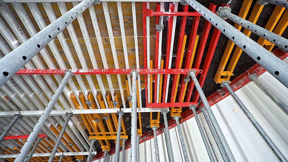Obchodní centrum Herkulovy věže: S pomocí stropního roštového bednění GRIDFLEX bylo možné stropy tlusté 40 cm bednit hospodárně a bezpečně.