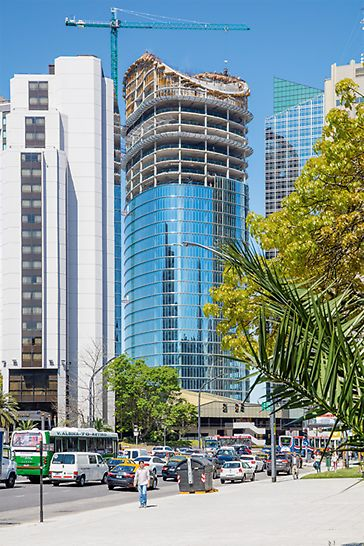 Il nuovo quartier generale della banca argentina Banco Macro si eleva per 135 m nel centro di Buenos Aires, grazie alle soluzioni PERI