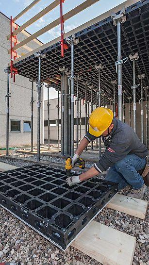 Het aanpasbaar bekistingsysteem van PERI DUO geeft je tal van mogelijkheden bij het plaatsen van jouw betonconstructie. Herstellingen doe je makkelijk op de werf.