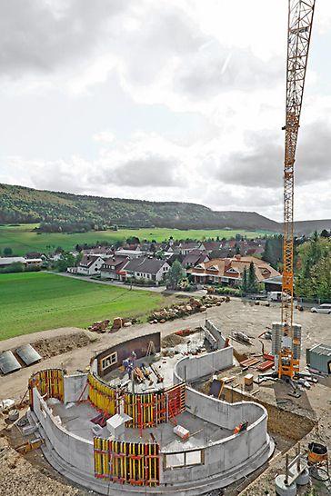 Beim Bau von Kläranlagen, Parkspindeln, Erkern, Silos und anderen runden Bauwerken sind viele verschiedene Krümmungen gefordert.