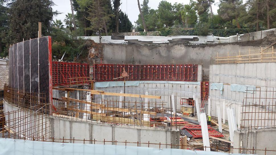 היכל הזכרון הלאומי - מערכת ראונדפלקס ליציקת קירות מעוגלים