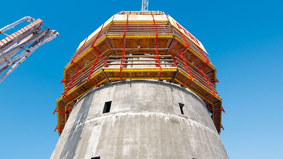 ISET Tower, Yekaterinburg, Russia - With the RCS rail climbing system, the external formwork safely climbs the circular building core from storey to storey using a rail-guded procedure. Level +1 is completely enclosed which guarantees efficient formworking operations and reinforcement work.