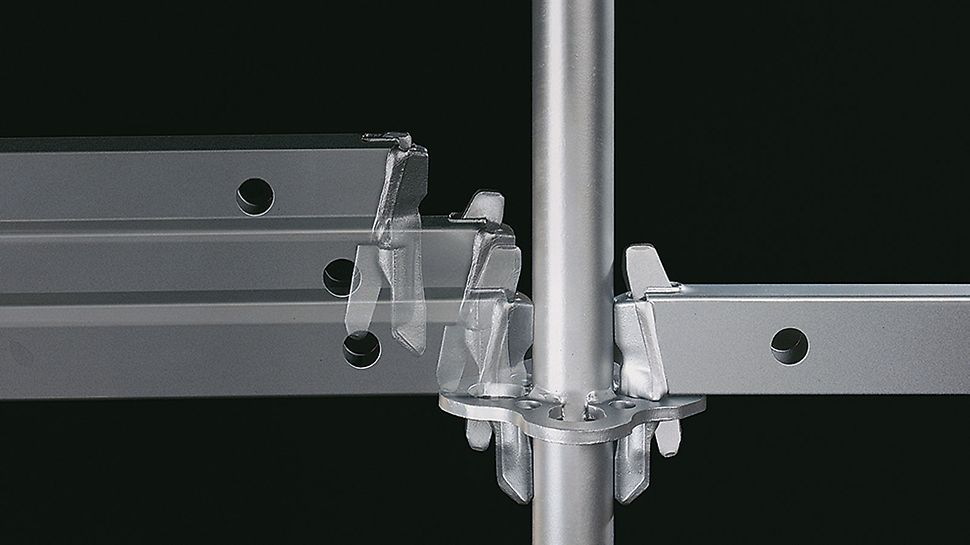 """La """"Gravity Lock"""" accentue la rapidité de montage de l'échafaudage modulaire : lors de la mise en place du coin dans la rosace, celui-ci tombe dans l'orifice sous l'effet de la gravité et se verrouille automatiquement."""