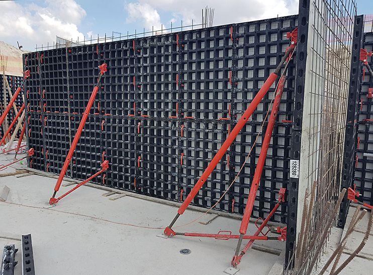 """מערכת דואו - תבניות מודולריות לעבודה ידנית, ליציקת קירות במגוון גבהים, במודול של 15 ס""""מ."""