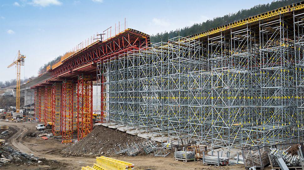 Das PERI Brückenschalungskonzept basierte auf mietbaren Baukastensystemen mit standardisierten Bauteilen.