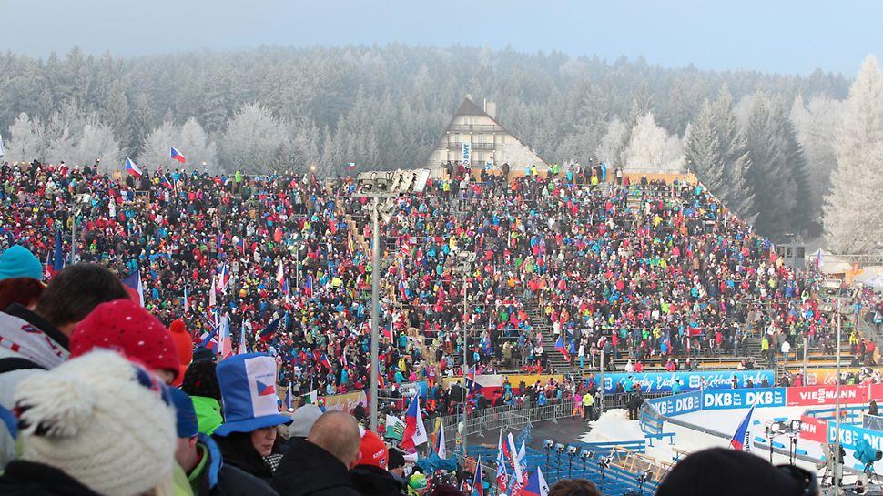 BMW IBU World cup Biathlon, Nové Město na Moravě: Doplnění stávající tribuny na stadionu při sobotním závodu.