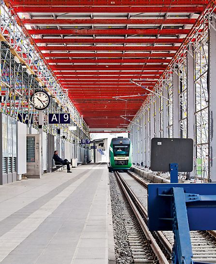 Bild des Bahnsteigs während der Bauarbeiten.