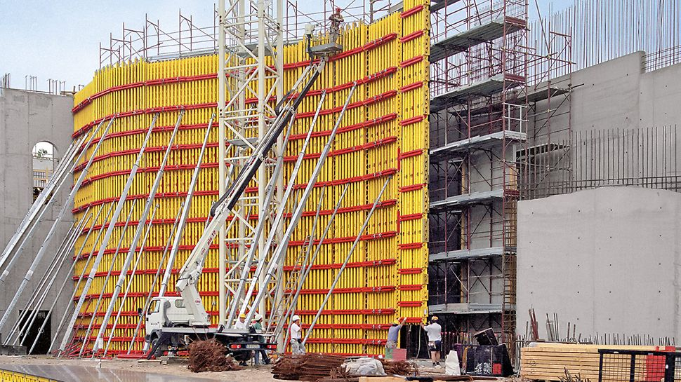 The GT 24 Formwork Girder is a central component of the proven VARIO GT 24 girder wall formwork system.