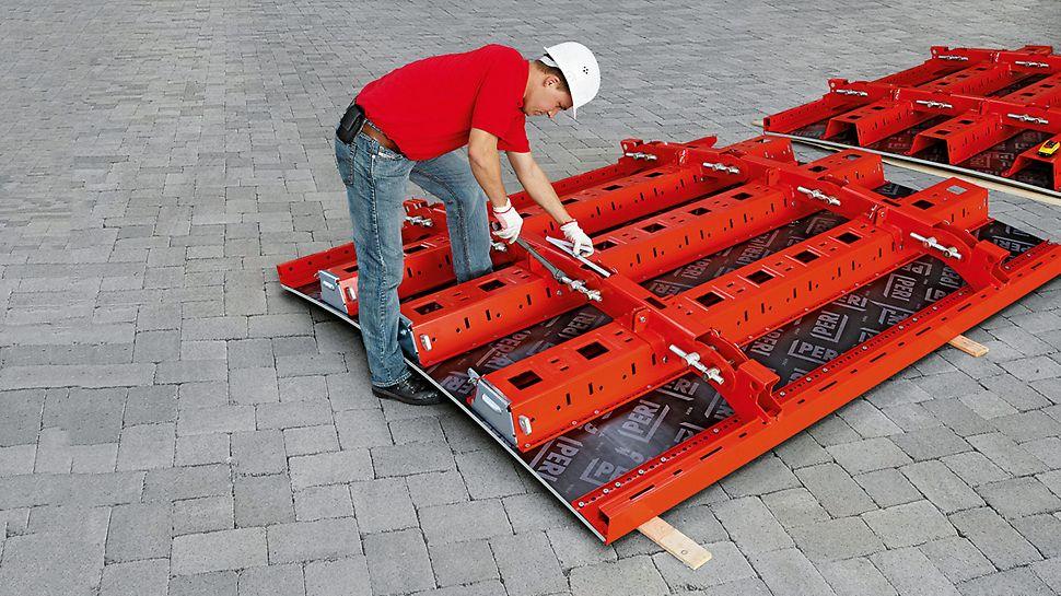 Seuls quelques vérins sont à manipuler pour le réglage approximatif des éléments RUNDFLEX Plus ; cette opération peut également être réalisée sur élément complet avec plate-forme de travail et de sécurité déjà en place.
