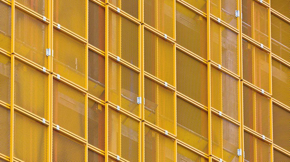 Сітчасті панелі встановлюються телескопічно і легко регулюються під планове окреслення будівлі.