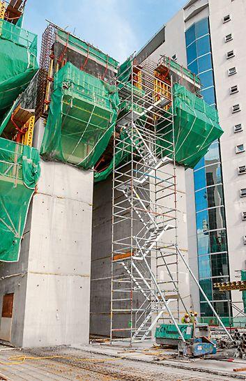 JKG Tower, Jalan Raja Laut, Kuala Lumpur: Schodiště PERI UP sloužila jako bezpečný přístup pro dosažení pracovišť ve vyšších úrovních.