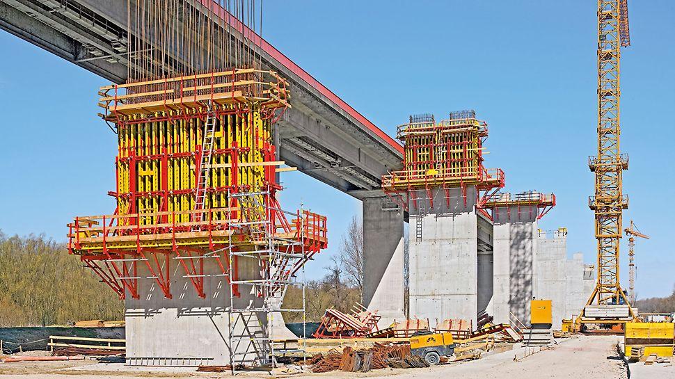 40 stubova priobalnog dela mosta na ekonomičan način realizovano je korišćenjem CB/VARIO jedinica penjajuće oplate.