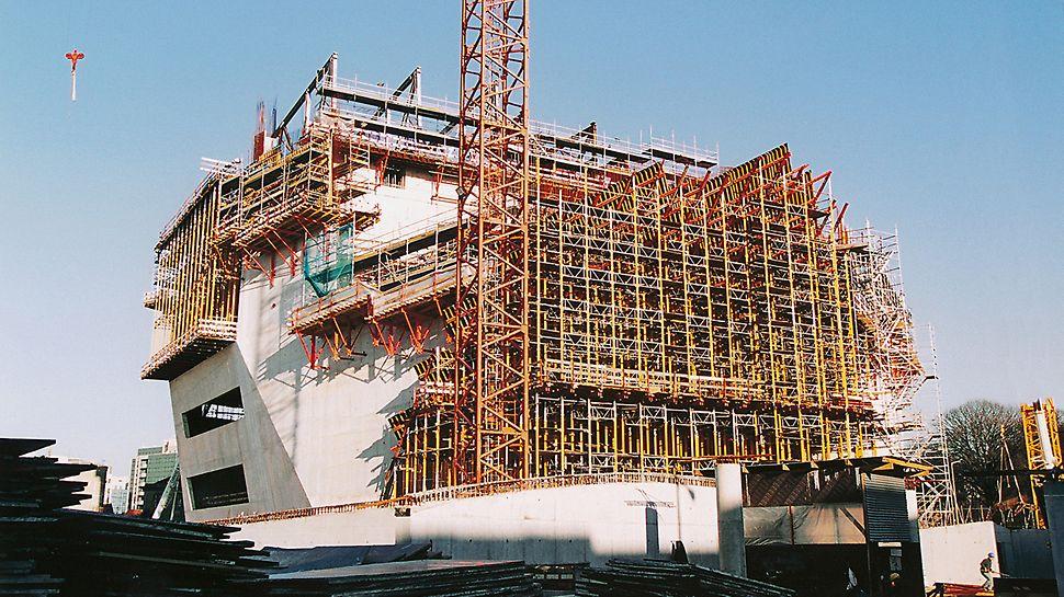 Casa da Música: Flexibilní systém stěnového bednění VARIO GT 24 dokonale splnil požadavky na zvláštní tvar budovy.