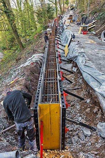 Schmales Baufeld am Hang mit wenig Platz für Hebe- und Transportwerkzeugen