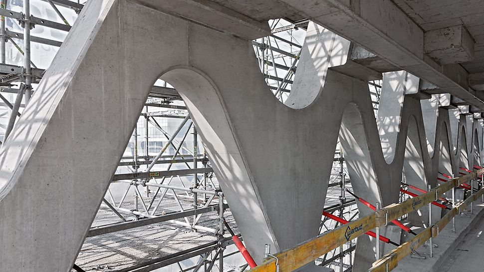Prosta Tower - lešenie PERI UP Rossett rástlo plynulo s postupom výstavby