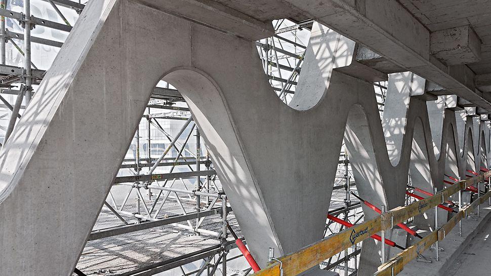 Prosta Tower, Varšava, Poljska - PERI UP skela kontinuirano je rasla sa napretkom procesa izgradnje.