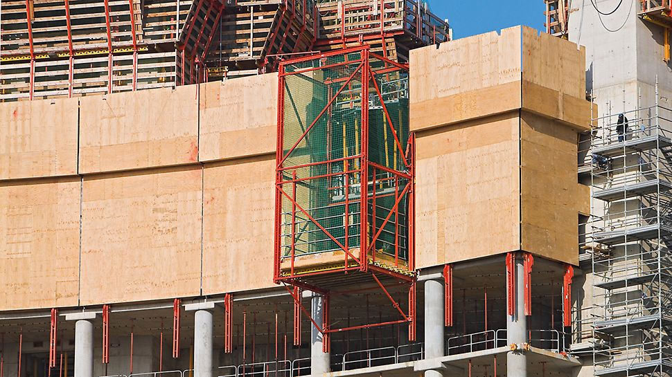 Porta Nuova Garibaldi, Milan, Italy - The RCS climbing protection panel from PERI provided complete enclosure and safety against falling for the upper floors under construction whilst the integrated RCS Lift ensured crane-independent transport of materials.