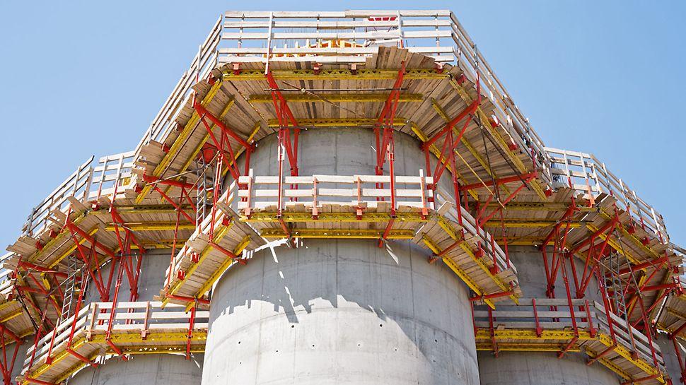Silozuri de cereale lângă Parma, Italia - Sistem testat și un nivel înalt de siguranță în toate zonele de lucru: PERI CB 240 and CB 160 console cățărătoare PERI CB 240 și CB 160 atât pe interior cât și pe exterior.