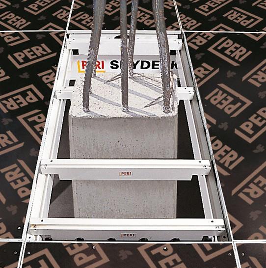 Sa SKYDECK ivičnim nosačima (dužine 75 cm odn. 150 cm) jednostavno se postavlja oplata oko stubova. Prelazne površine  se zatvaraju pomoću šperploče debljine 21 mm.