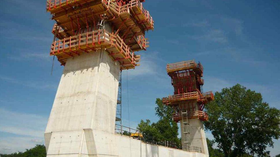 Ponte strallato sul Bacchiglione - Sistemi a ripresa SKS impiegati efficacemente per la realizzazione delle antenne del ponte