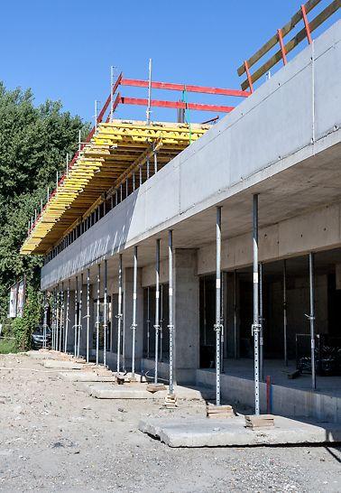 Bytový dom Muchovo námestie, Bratislava, Slovensko - Rýchle dodávky materiálu zabezpečili plynulé napredovanie výstavby.