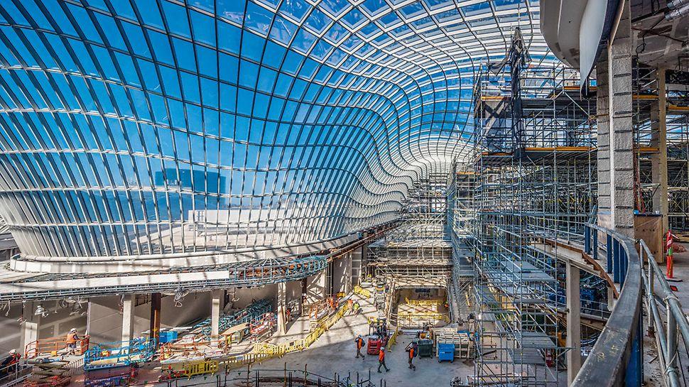 Das wellenförmige Glasdach macht Australiens größtes Einkaufszentrum unverwechselbar. Die einzigartige Gestaltung erregte bereits einiges Aufsehen.