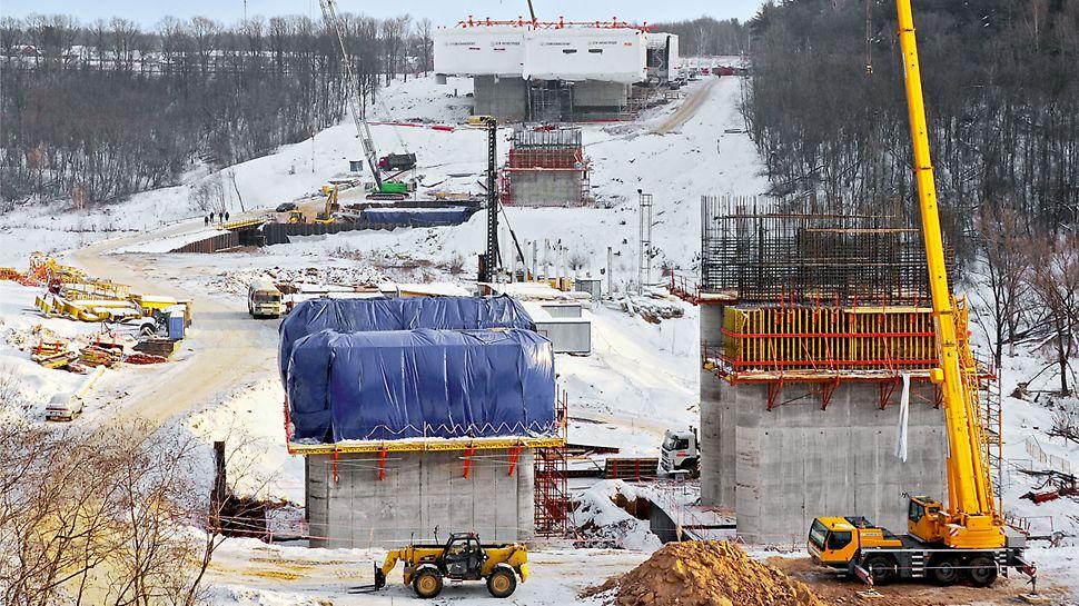 Most přes Chachenku, Moskva: Vedle zařízení pro letmou betonáž VARIOKIT byl součástí projektového řešení PERI také překládaný systém CB s bedněním VARIO.