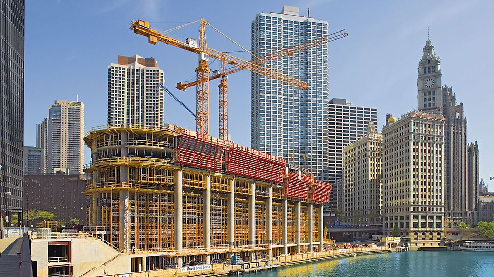 Trump International Hotel & Tower, Chicago, USA - During the construction of the massive reinforced concrete columns, ACS platforms also served as anti-fall protection at the slab edges.