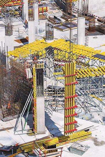 Класс поверхности А3 при бетонировании колонн был достигнут за счет применения балочно-ригельной опалубки VARIO GT 24 и стальной опалубки SRS