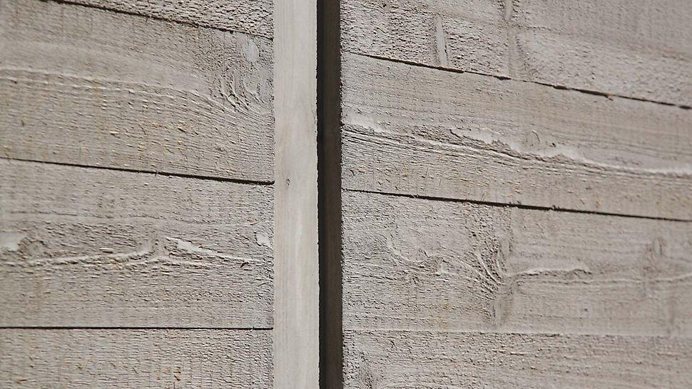 Holzoptik der Betonwand
