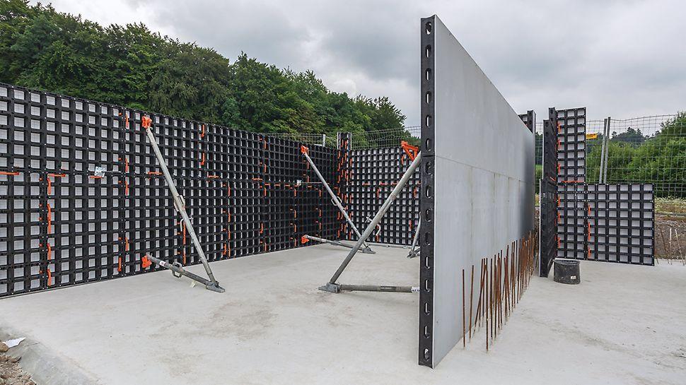 Montierte DUO Universalschalung, welche zum Schalen der Wände der Schüttgutboxen eingesetzt wird.