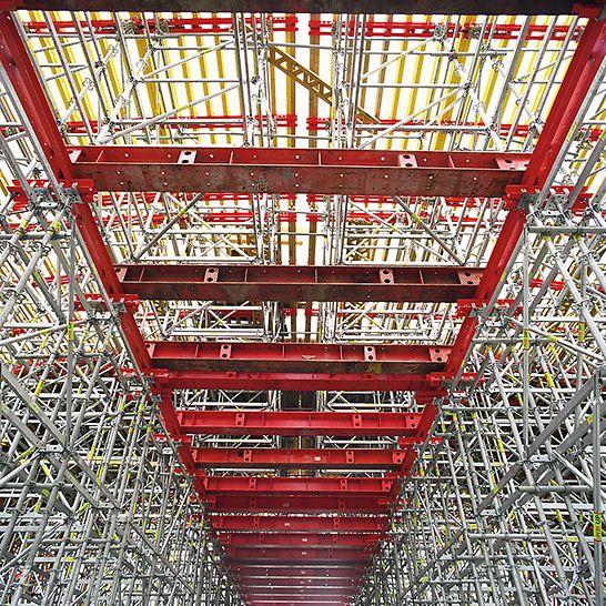 Zelený most u Žehuně: Firma PERI na tuto stavbu dodala snadno montovatelné a únosné modulové lešení PERI UP Rosett.