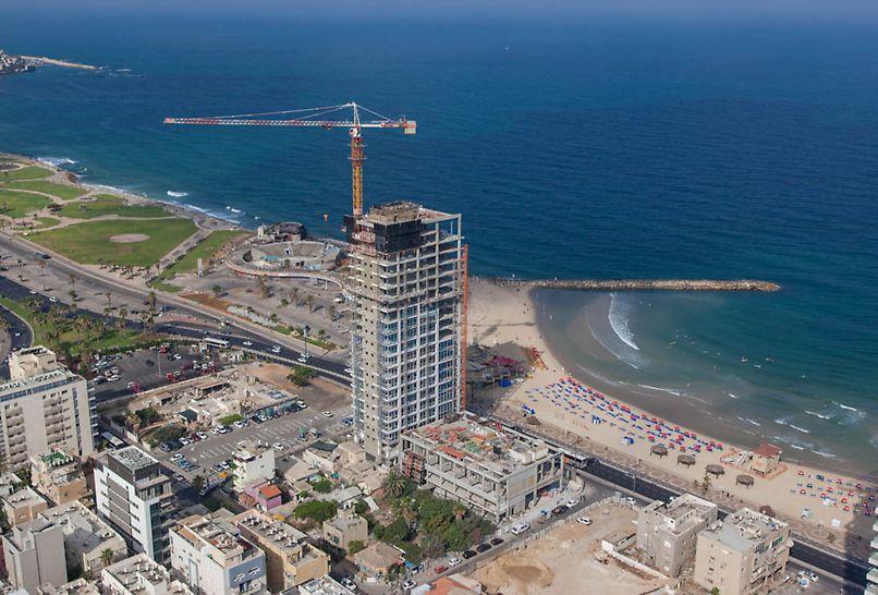 בנין הרברט סמואל 10, תל אביב - בנין הכולל 21 קומות על חוף ימה של תל אביב